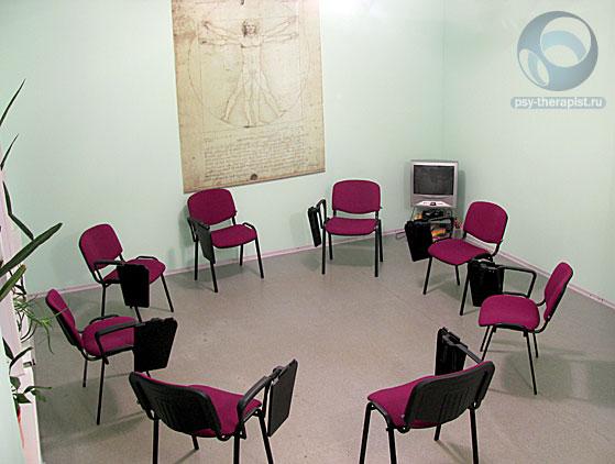 Здесь проходят рабочие встречи психотерапевтической группы для тех, кто хочет попробовать разобраться в себе и наладить взаимоотношения с другими людьми.
